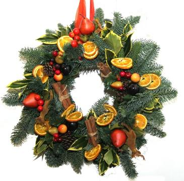 Fruit and cinnamon Christmas wreaths