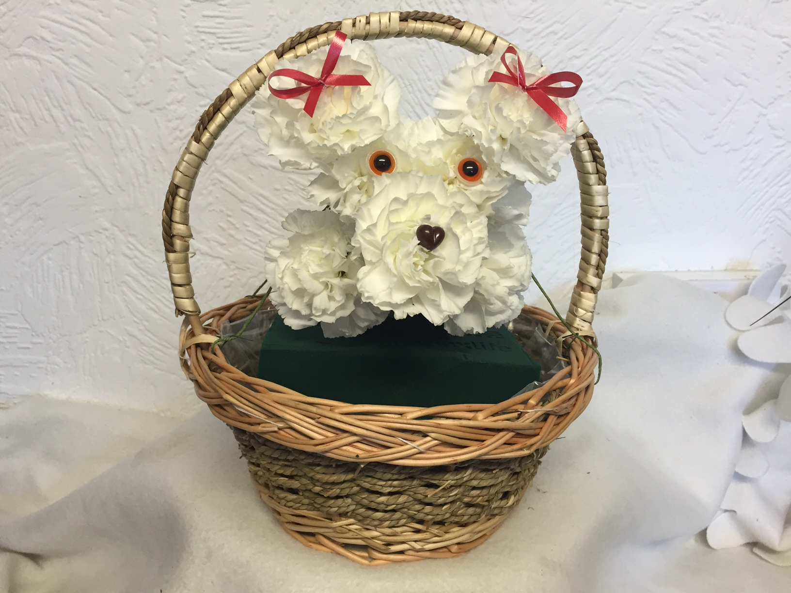 How to make a puppy dog from flowers