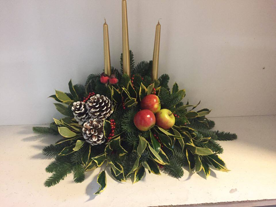 small christmas candle arrangement